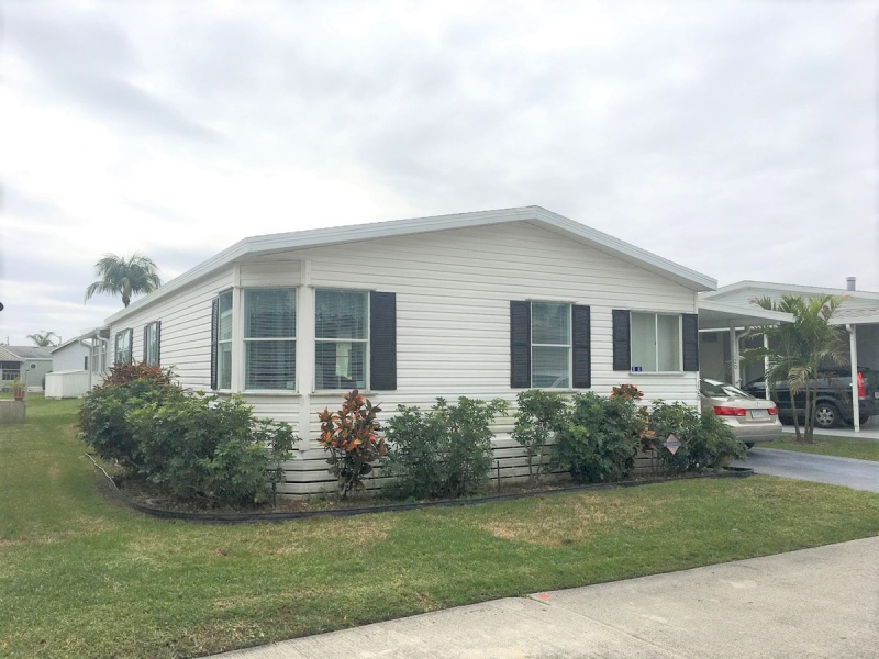 Pbp 120 Spacious Beautiful With Lakeview Enclosed Florida
